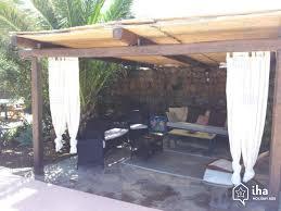 Come scegliere la struttura per le tende da sole e i gazebi esterni.