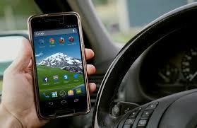 Come non perdere d'occhio lo smartphone mentre si guida? 3 dispositivi top che garantiscono sicurezza